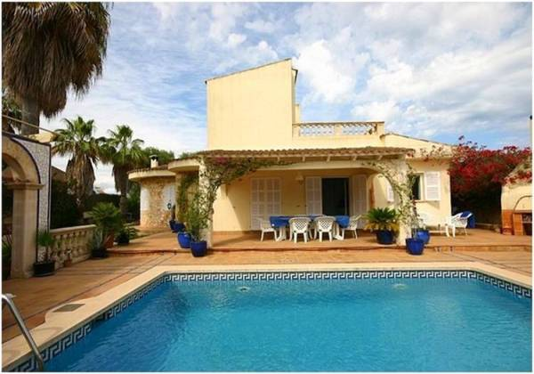 Detached house in Cala Mandia
